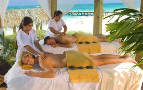 Couples Massages in a tropical wonderful
